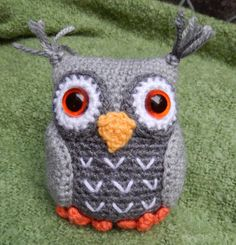 Merlin the Wizard and Hoots the Owl Amigurumi by mojimojidesign