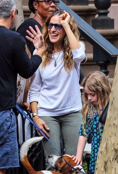 Sarah Jessica Parker Photos - Actress Sarah Jessica Parker helps her daughters Marion and Tabitha sell homemade cookies and fresh lemonade in the West Village, New York City, on April 23, 2016. - Andy Cohen Stops by Sarah Jessica Parker's Daughters' Lemonade Stand