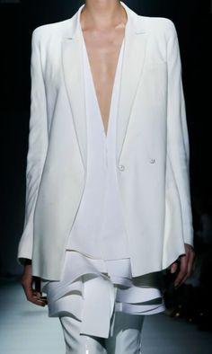 Haider Ackermann Ready To Wear Spring Summer 2015 Paris Live Fashion, Passion For Fashion, Fashion Fashion, Fashion News, Latest Fashion, Runway Fashion, Fashion Outfits, Womens Fashion, Fashion Details