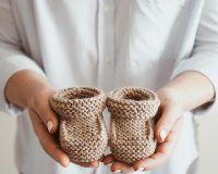 30 Best Free Crochet Baby Booties Pattern Ideas 2019 - Page 21 of 31 - hairstylesofwomens. Free Crochet Bag, Crochet Baby Booties, Easy Crochet, Crochet Bags, Crochet Poncho Patterns, Free Pattern, Pattern Ideas, Beautiful Crochet, Bago