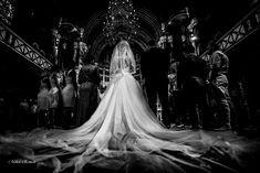 Daca esti in cautarea unui fotograf profesionist de nunta, te invit sa arunci o privire pe profilul meu sau pe site. Eu sunt Mihai Roman si povestesc nunti. Prin imagini... Vrei sa fii povestea mea? Wedding Pics, Wedding Ceremony, Wedding Day, Wedding Dresses, H Style, Storytelling, Wedding Inspiration, Wedding Photography, Bride