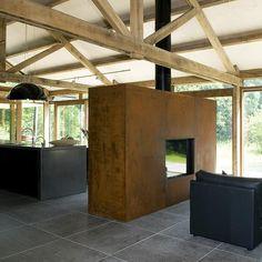 De ultieme 'heerlijk thuis roes(t)' met deze tunnel houtkachel; een unieke roomdivider.