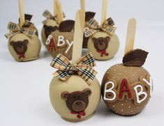 Chocolate apple on a stick (chocolate covered fruit baby shower) Cake Pops, Chocolate Covered Apples, Caramel Apples, Apple Desserts, Apple Recipes, Oreos, Carmel Candy, Gourmet Candy Apples, Idee Baby Shower
