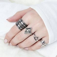 Junk Jewels Boho Ring Set ($20) ❤ liked on Polyvore featuring jewelry, rings, boho rings, boho jewelry, bohemian rings, antique silver jewelry and set rings