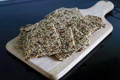 Glutenfrie knekkebrød lett smaksatt med rosmarin | Den gode matreisen How To Dry Basil, Herbs, Bread, Den, Food, Basil, Eten, Herb, Bakeries