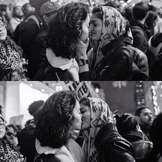 This photo of two women kissing at a Trump protest went viral, and it's bringing serious tears to our eyes