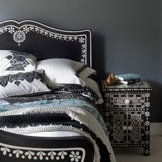 1000 images about black white bedrooms on pinterest black white bedrooms black bedrooms and black walls bedroom ideas black white