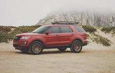 In this article, we will show you Ford Explorer 33 inch tires vs and tell which lift height is required to install them on your or generation model. Required tire size and and suspension spacer lift options. Lifted Ford Explorer, 35 Inch Tires, Small Pickups, Overland Gear, Suv Models, Tyre Fitting, Sport Trac, Explorer Sport, Cars