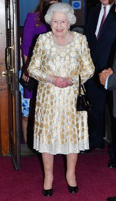 Elizabeth II a 92 ans : Son étonnant anniversaire avec Kylie, Sting et Shaggy ! Hm The Queen, Royal Queen, Her Majesty The Queen, Queens Birthday Party, Queen Birthday, Birthday Bash, Happy Birthday, Elizabeth Philip, Queen Elizabeth Ii
