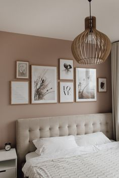 Bedroom Gallery Wall on a dusty pink wall. Light bedroom, velvet bed, wood, scandinavian living, scandi interior / Bilderwand im Schlafzimmer decor scandinavian Bedroom Gallery Wall - A Classy Mess Farmhouse Master Bedroom, Master Bedroom Makeover, Bedroom Colors, Home Decor Bedroom, Bedroom Inspo, Bedroom Inspiration, Classy Bedroom Decor, Pink Bedroom Walls, Bedroom Colour Scheme Ideas