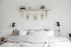 Hyllan över sängen