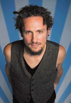 John Butler Okay maybe I'm crushing on him. But whatevs!! I love hippies.