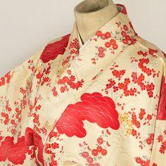 Flower pattern, komon kimono /【小紋】練色地雲と花柄