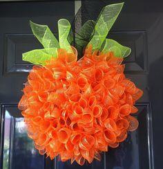 Really nice DIY Pumpkin Wreath (http://erin--elizabeth.blogspot.com/2011/10/diy-pumpkin-wreath.html)