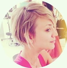 Kaley Cuoco new short hair! <3 the Pixie / Bob from the back...so cute!