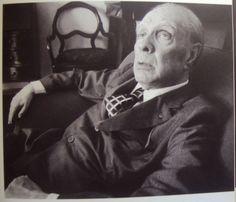 Borges todo el año: Jorge Luis Borges: La pesadilla - Retrato de Jorge Luis Borges En Jorge Luis Borges en Buenos Aires ©Sara Facio, Editorial La Azotea