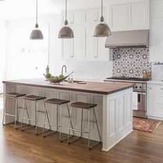 """Love this kitchen! Two of our handpainted patterns in a neutral motif (Persian Star & Sintra) are at work here and the result is gorgeous! Design: Tara…"""