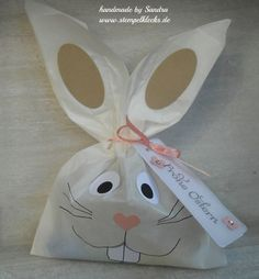 Osterhasen aus Butterbrotstüten Easter bunnies from sandwich bags – stamping, punching and crafting with Stampin & # Up! Easter Egg Crafts, Easter Bunny, Easter Eggs, Diy Gifts For Kids, Easy Diy Gifts, Eid Mubarak Gift, Easter Traditions, Easter Printables, Experience Gifts