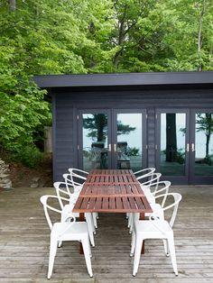 LOVE>>> Modern Cabin on Lake Michigan (http://blog.hgtv.com/design/2013/06/06/black-exterior-lake-house/?soc=pinterest)
