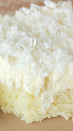 Easy Coconut Sheet Cake with Whipped Coconut Icing Recipe Kokos Desserts, Coconut Desserts, Coconut Recipes, Köstliche Desserts, Baking Recipes, Cake Recipes, Dessert Recipes, Frosting Recipes, Health Desserts