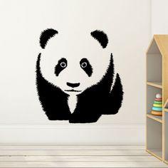 Un joli sticker panda pour décorer vos murs de douceur. Cet adorable panda trouvera sa place dans une chambre d'enfant ou dans un salon pour une décoration zen vraiment originale.