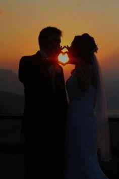 heart wedding photos bride and groom sunset av fotografía. 33 Most Pinned Heart Wedding Photos Pre Wedding Poses, Wedding Picture Poses, Beach Wedding Photos, Sunset Wedding, Pre Wedding Photoshoot, Wedding Shoot, Wedding Pictures, Party Wedding, Garden Wedding