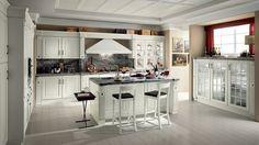Klassisch Gestaltete Küche Mit Essplatz