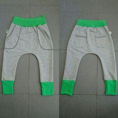 Fram- och baksida på de nya swearshirtbyxorna #syrradesign