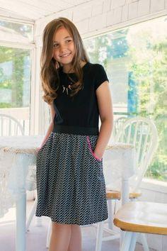 ROBE 23,95 $ Skater Skirt, Floral, Skirts, School, Fashion, Fashion Ideas, Dress, Moda, Skirt