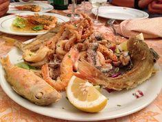 La frittura di Paranza, con Triglie, Alici, Calamari, Gamberi e Merluzzi #seafood #ristorante #restaurant #Roma #Rome