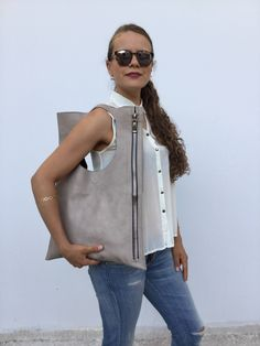 Grey Nude Leather Designer s bag/ Grey nude Zipper leather Green Leather, Leather Bag, Best Bags, Italian Leather, Bag Making, Classy, Superior Quality, Olive Green, How To Wear