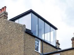 Glazen dakkapel? Prijsvergelijk: een dakkapel van glas   [2018] - Terraced House Loft Conversion, Loft Conversion Balcony, Dormer Loft Conversion, Loft Dormer, Dormer Roof, Dormer Windows, Attic Loft, Loft Room, Terrace Design