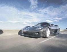 2013 900 CV KOENIGSEGG - Koenigsegg CCXR Edition  Se trata de una versión del CCX cuyo 4.8 turbo desarrolla 1.018 CV cuando funciona con etanol. Además, la carrocería de fibra de carbono sin pintura hace que muchos lo consideren de los coches más bonitos del mundo.