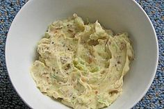 Schnelle Röstzwiebelbutter Fast roasted onion butter (recipe with picture) by floo Chutneys, Dried Peppers, Dip Recipes, Party Snacks, Food Pictures, Finger Foods, Carne, Dips, Roast