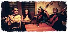 """O grupo de choro toca neste sábado, dia 6, às 19h. A apresentação acontece no Sesc Santana e tem entrada Catraca Livre. A banda surgiu do encontro de quatro grandes instrumentistas especializados em choro: Zé Barbeiro (violão de sete cordas), Alessandro Penezzi (violão solo), Rodrigo Y Castro (flauta) e Roberta Valente (pandeiro). Juntos, executam um...<br /><a class=""""more-link"""" href=""""https://catracalivre.com.br/geral/agenda/indicacao/choro-rasgado-se-apresenta-no-sesc-santana/"""">Continue…"""