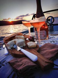Boat Sunset Picnic - Way To Celebrate a deux