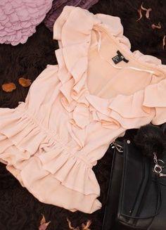 Kup mój przedmiot na #vintedpl http://www.vinted.pl/damska-odziez/bluzki-bez-rekawow/15780556-hit-cudowna-bluzeczka-hm-z-falbanami-z-dekoltem-nude