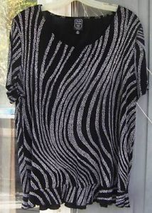 Club99 ~ SUZIE IN THE CITY Black & White Abstract Top Sz. 1X