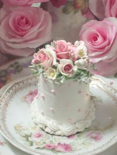 Dots & roses mini cake
