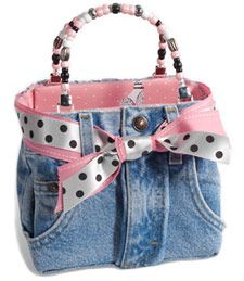 Bootie Bags come in all sizes, and can be custom designed for your school or college colors. Bootie Bags, Inc donates a portion of their proceeds to help the Juvenile Diabetes Research Foundation and Breast Cancer Awareness.