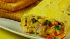 Poniżej znajdziesz przepis na przyrządzenie omletu w woreczku z szynką, cebulą, papryką, szczypiorkiem i serem.