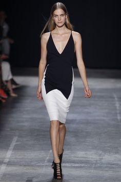Narciso Rodriguez New York - Spring Summer 2013 Ready-To-Wear - Shows - Vogue. Summer Fashion Trends, Latest Fashion Trends, Runway Fashion, Fashion Show, Fashion Design, Nyc Fashion, Fashion Beauty, Narciso Rodriguez, White Fashion