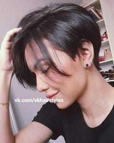"""How to style the Pixie cut? Despite what we think of short cuts , it is possible to play with his hair and to style his Pixie cut as he pleases. For a hairstyle with a """"so chic"""" and pointed… Continue Reading → Casual Hairstyles, Pixie Hairstyles, Short Hairstyles For Women, Easy Hairstyles, Beautiful Hairstyles, Really Short Hairstyles, Hairstyle Ideas, Fringe Hairstyles, Short Pixie Haircuts"""