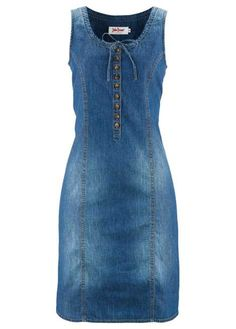 Swap jeans for this cute denim dress with a pink button panel at the front. Denim Outfits, Outfit Jeans, Jeans Dress, Denim Fashion, Look Fashion, Mode Jeans, Trendy Swimwear, Denim Overalls, Ripped Denim