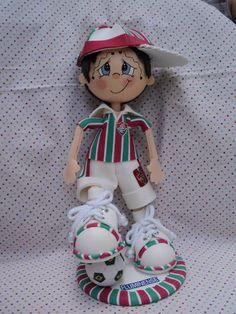 Boneco de EVA Foam Sheet Crafts, Foam Crafts, Arts And Crafts, Diy Crafts, Clay Dolls, Doll Toys, Deco Paint, Cute Eyes, Foam Sheets
