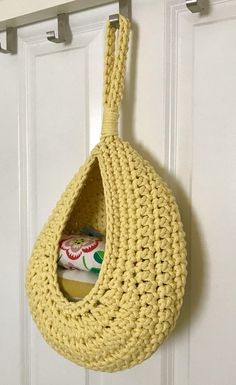 Your place to buy and sell all things handmade - Your place to buy and sell all things handmade Crochet pattern crochet basket tutorial quick crochet Quick Crochet, Basic Crochet Stitches, Crochet Basics, Crochet Home, Diy Crochet, Crochet Basket Tutorial, Crochet Basket Pattern, Crochet Patterns, Hanging Baskets