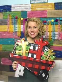 Learn how to make this easy burlap and buffalo plaid bow! It's the perfect accent for all of your Christmas and holiday door hangers! Burlap Ribbon, Diy Ribbon, Wooden Door Hangers, Wooden Doors, Burlap Christmas, Christmas Door, Christmas Ornaments, Deco Wreaths, Diy Bow