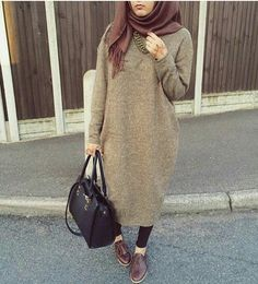 Image in hijab Outfit collection by on We Heart It Casual Hijab Outfit, Hijab Chic, Modesty Fashion, Fashion Outfits, Womens Fashion, Islamic Fashion, Muslim Fashion, Modele Hijab, Street Hijab Fashion
