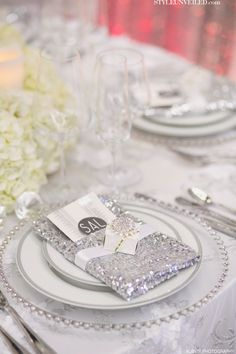 Add a bit of sparkle to your table with a sequined and dazzling napkin! / Alante Photography / SAL Floral Design