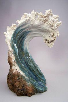 Les jolies sculptures en céramique de l'artiste américaine Denise Romecki, qui comme la série Crashing Waves de Paul DeSomma et Marsha Blaker, cherche à c